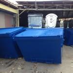 modré velkoobjemové kontajnery